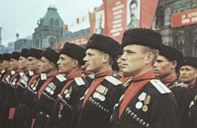 20-5o Une formation cosaque restaurée par Staline en 1936.png