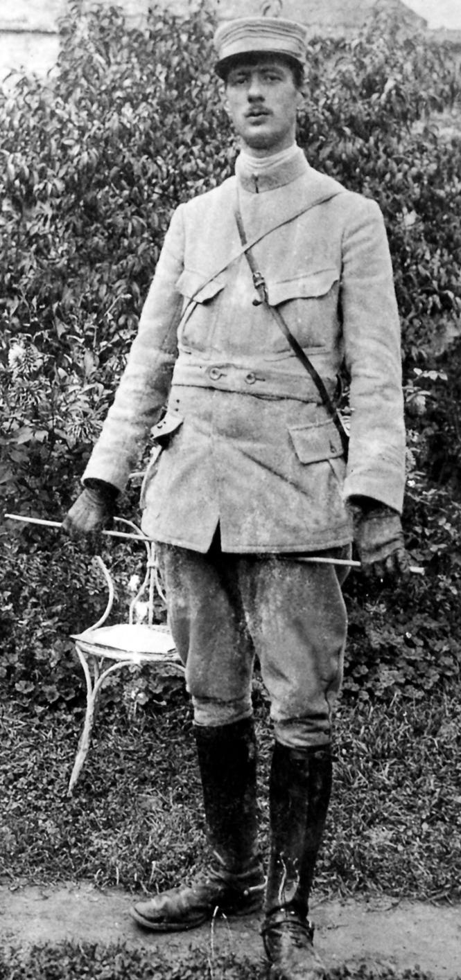 Le capitaine de Gaulle en 1915.png