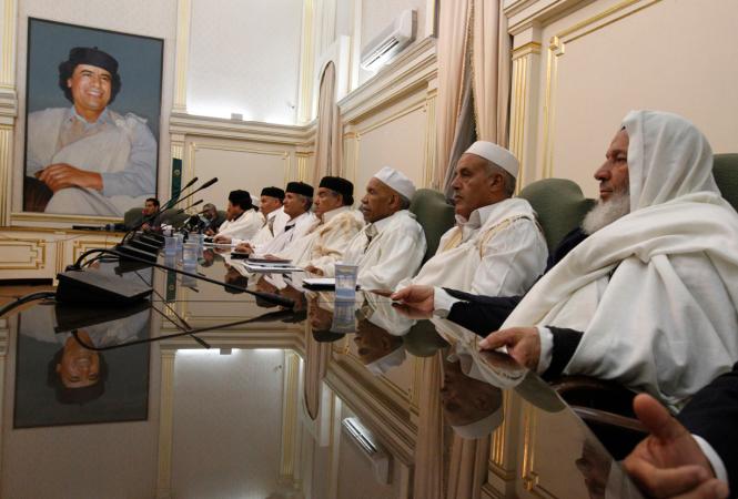 Réunion de chefs de tribus en Libye au temps de Muammar Kadhafi.png