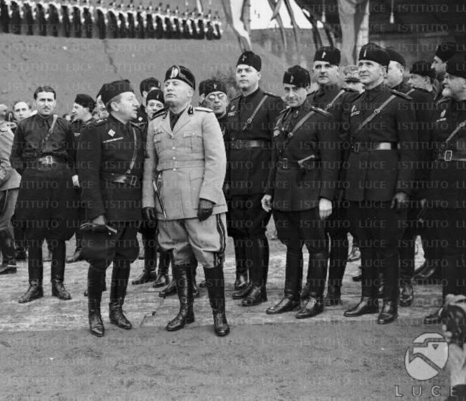 l'uniforme fasciste.png