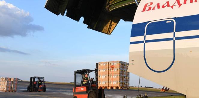 Antonov acheminant de l'aide humanitaire française en Syrie le 20 VII 2018.png