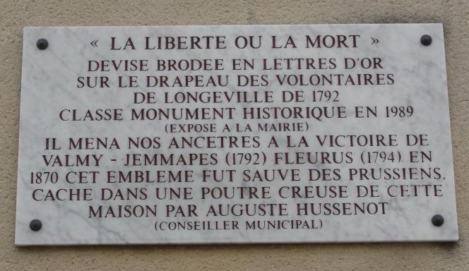 La plaque du drapeau de Longeville.png