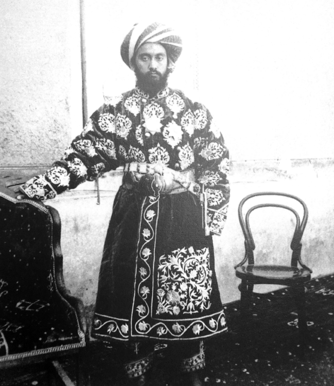 Mirza Nizamutdin Xodja, beg de Tchardjoui dans l'émirat de Boukhara, par La Baume Pluvinel, 1887.png